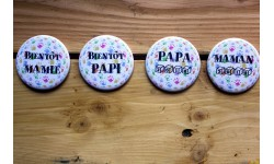 Grand badge 56 mm- Bientôt ... papa / maman / mamie / papi